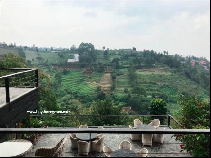 Rumah Miring Bandung - outdoor (balkon)