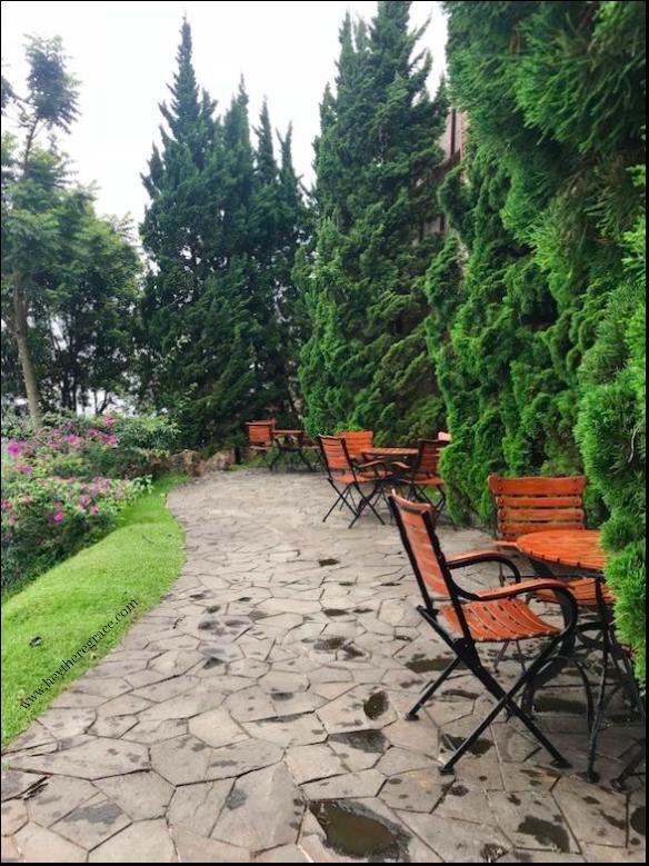 Rumah Miring Bandung - outdoor (taman)