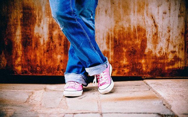 Kat dan Celana Jeans