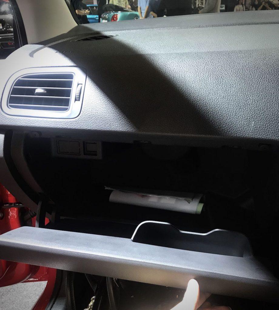 heytheregrace.com | Volkswagen Polo IIMS 2018 - dashboard storage