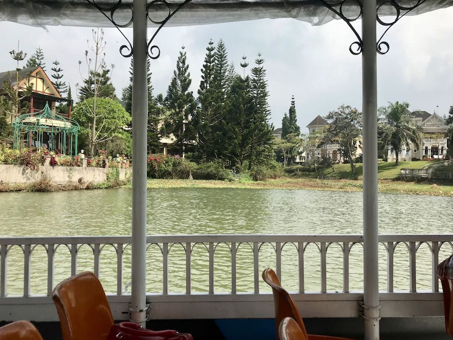 heytheregrace.com | Perahu Mississipi at Little Venice Puncak
