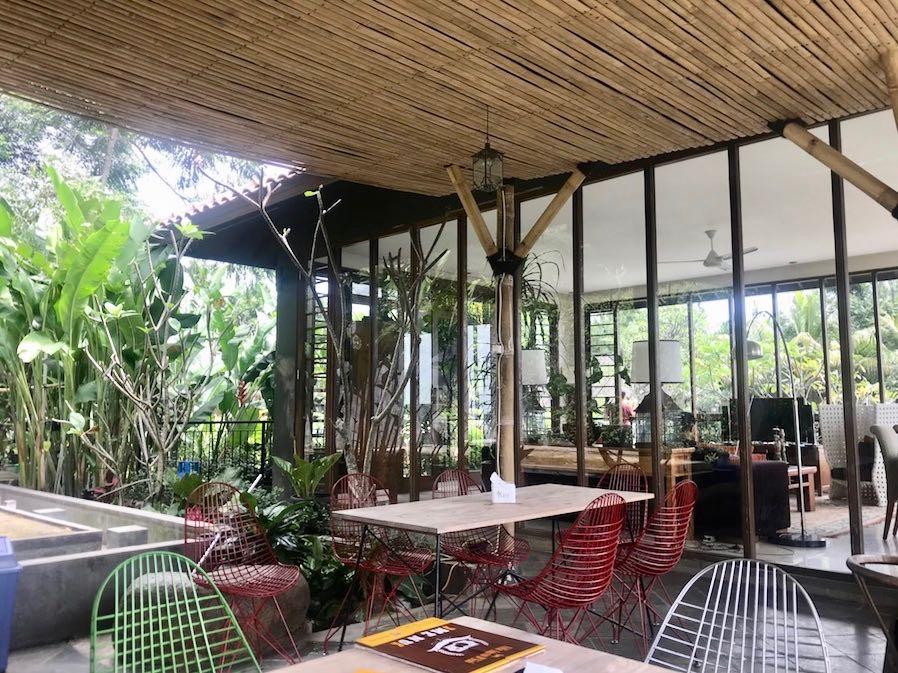 heytheregrace.com | Villa Aman D'Sini - Side Restaurant Area