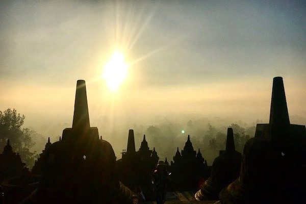 Catching Sunrise in Borobudur [Road Trip Kemerdekaan Part 2]