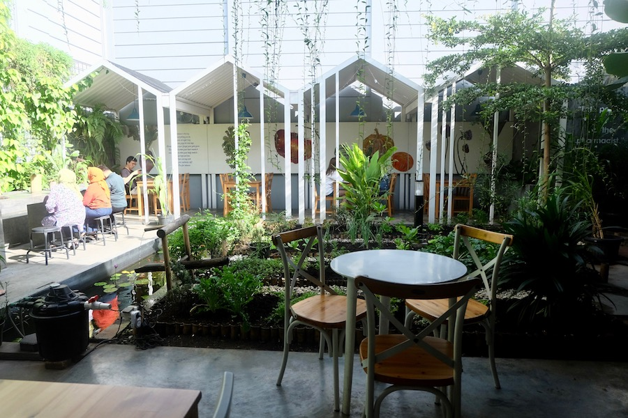 heytheregrace.com | Greens and Bean Bandung - patio & backyard