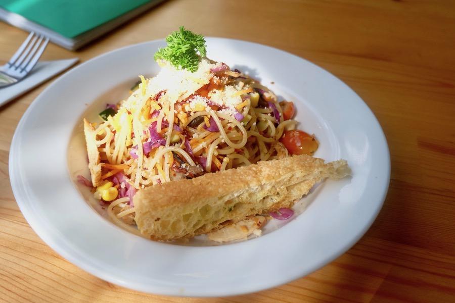heytheregrace.com | Greens and Bean Bandung - aglio olio rainbow spaghetti