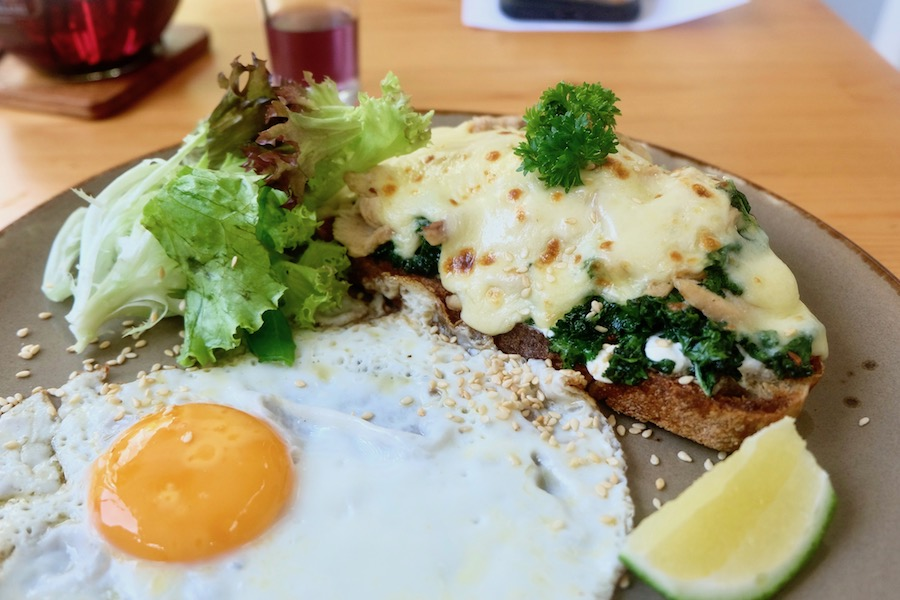 heytheregrace.com | Greens and Bean Bandung - open face sandwich : kale and chicken tartine
