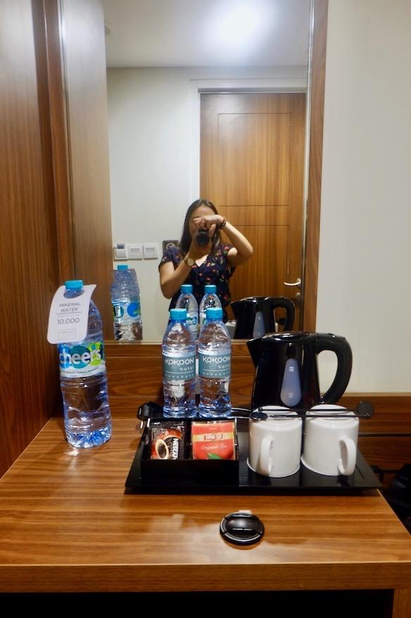 heytheregrace.com | Road Trip Tol Trans Jawa | Review Hotel Kokoon Surabaya : kelengkapan minum, teh, dan kopi di kamar