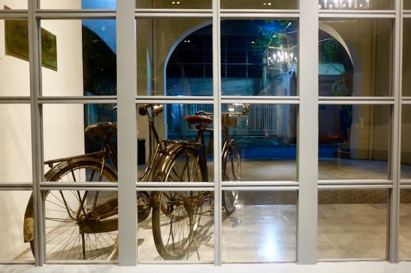 heytheregrace.com | Road Trip Tol Trans Jawa | Review Hotel Kokoon Surabaya : Teras Depan Hotel & Sepeda Onthel Kuno
