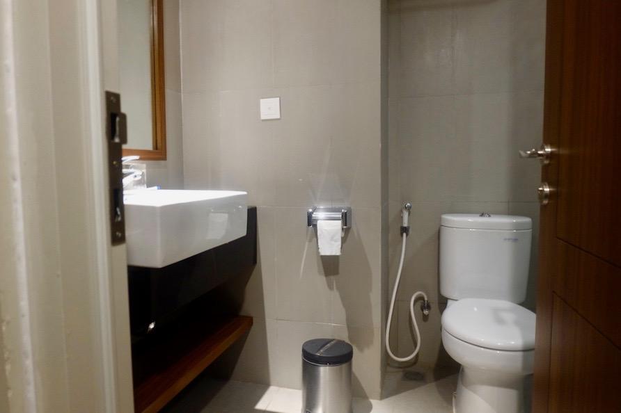 heytheregrace.com | Road Trip Tol Trans Jawa | Review Hotel Kokoon Surabaya : Toilet Kamar