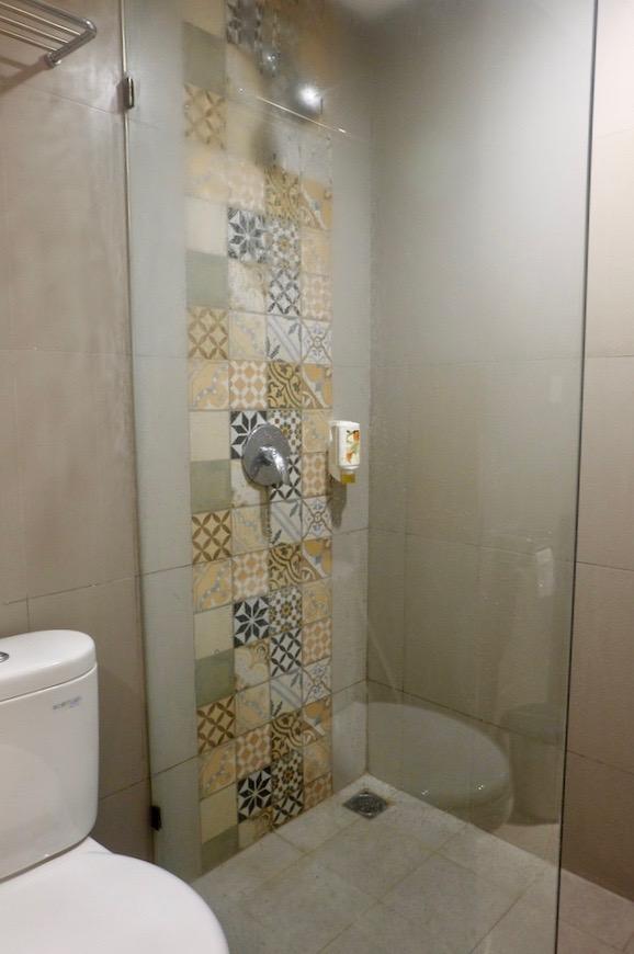 heytheregrace.com | Road Trip Tol Trans Jawa | Review Hotel Kokoon Surabaya : Toilet Kamar & Shower