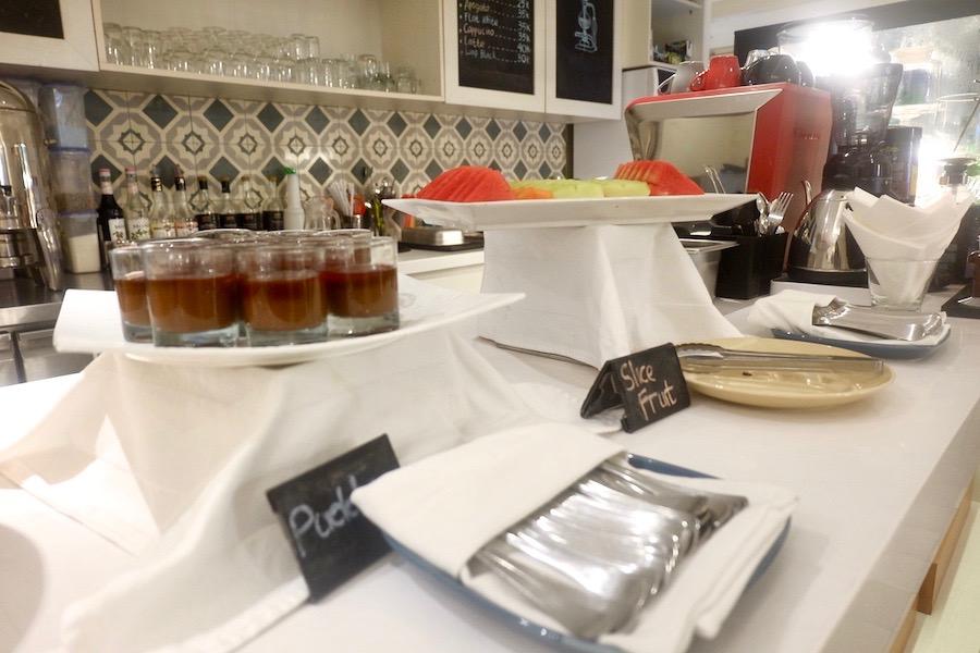 heytheregrace.com | Road Trip Tol Trans Jawa | Review Hotel Kokoon Surabaya : Sarapan Pagi (Breakfast) : pudding dan buah-buahan