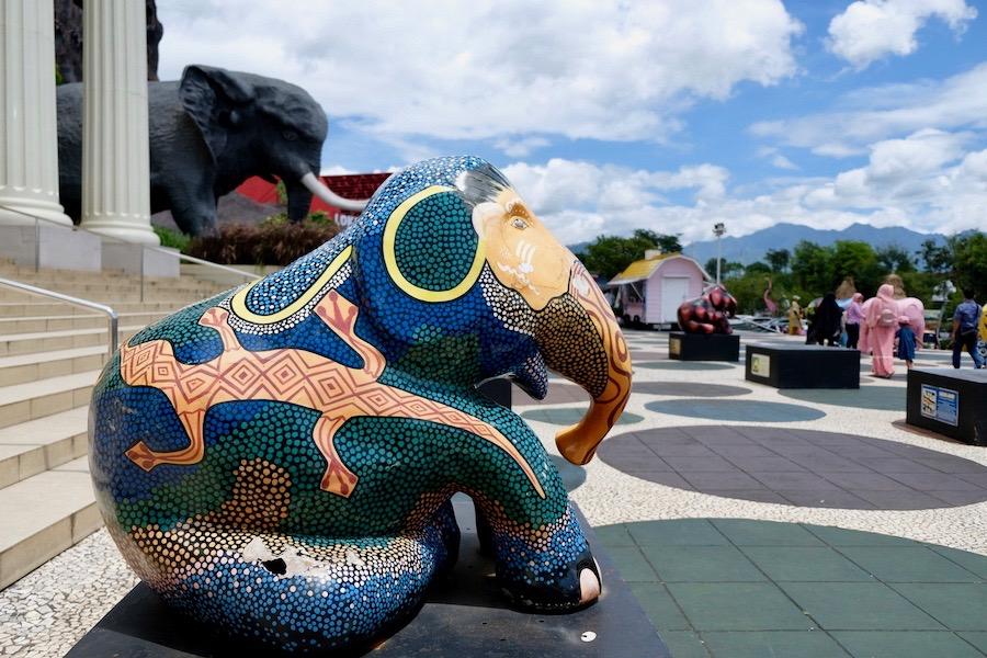 heytheregrace.com | Batu Secret Zoo - patung gajah di depan