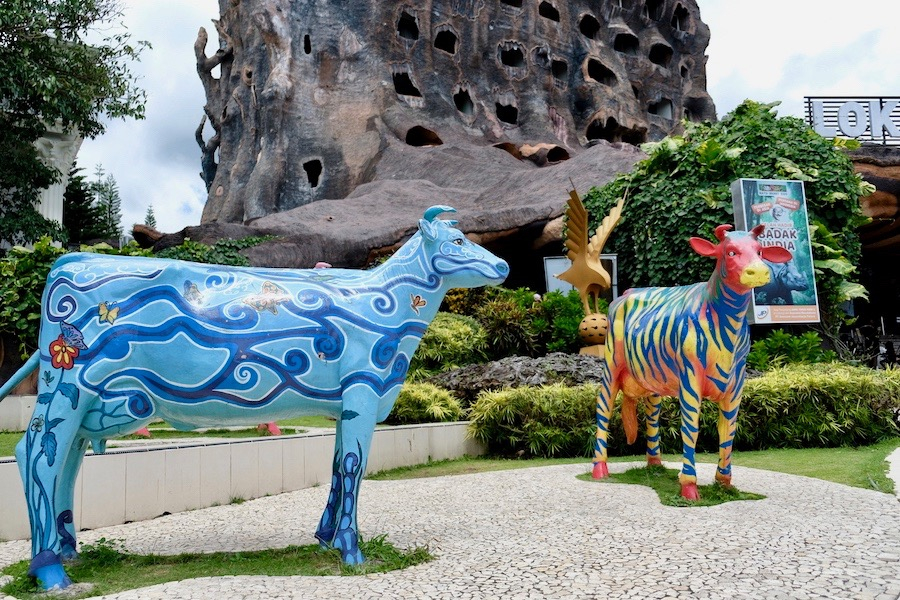 heytheregrace.com | Batu Secret Zoo - patung di depan