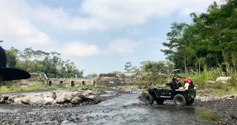 Naik Jeep Menapaki Jejak Erupsi Gunung Merapi